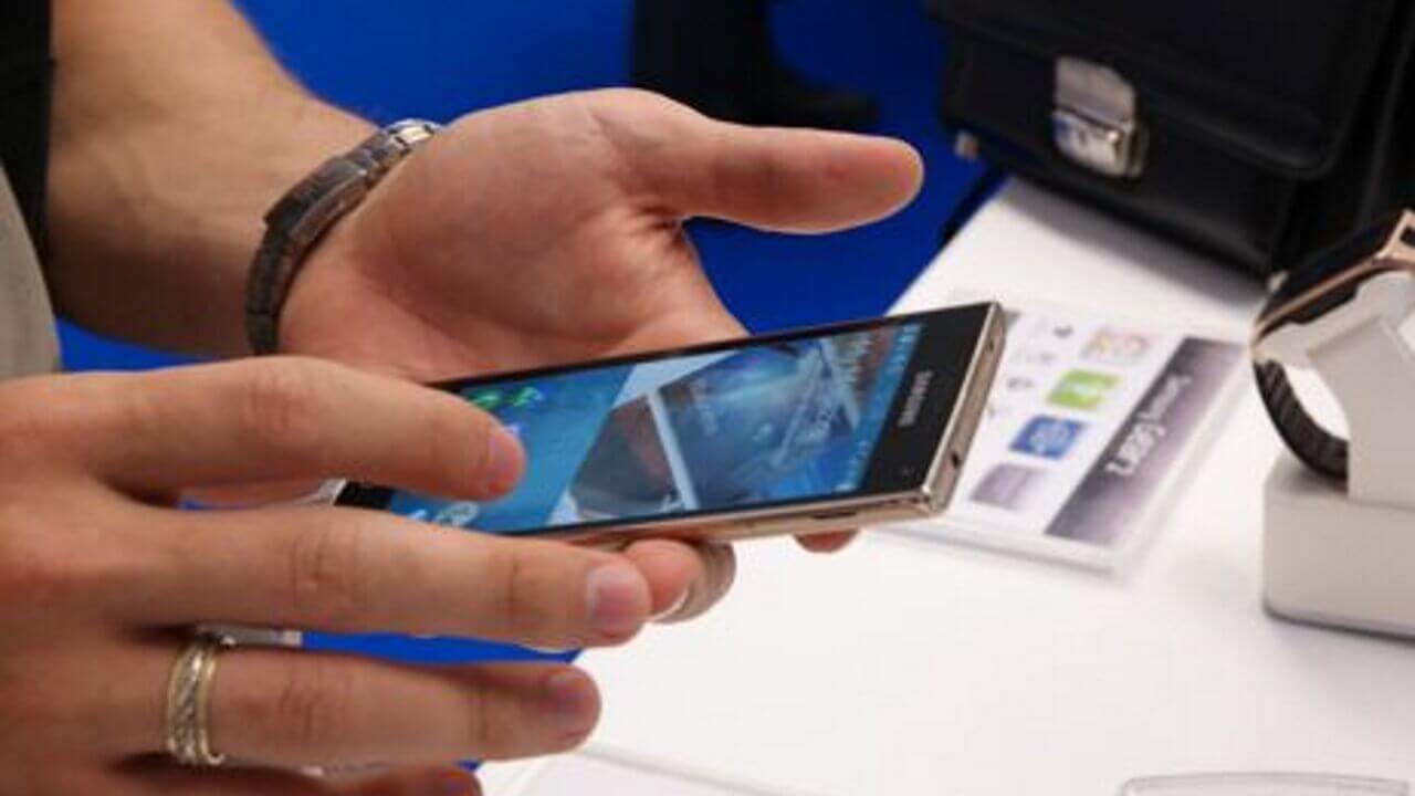 Tizen OS搭載Samsung ZのGOLDカラーがロシアで行われたディベロッパーサミットで確認される