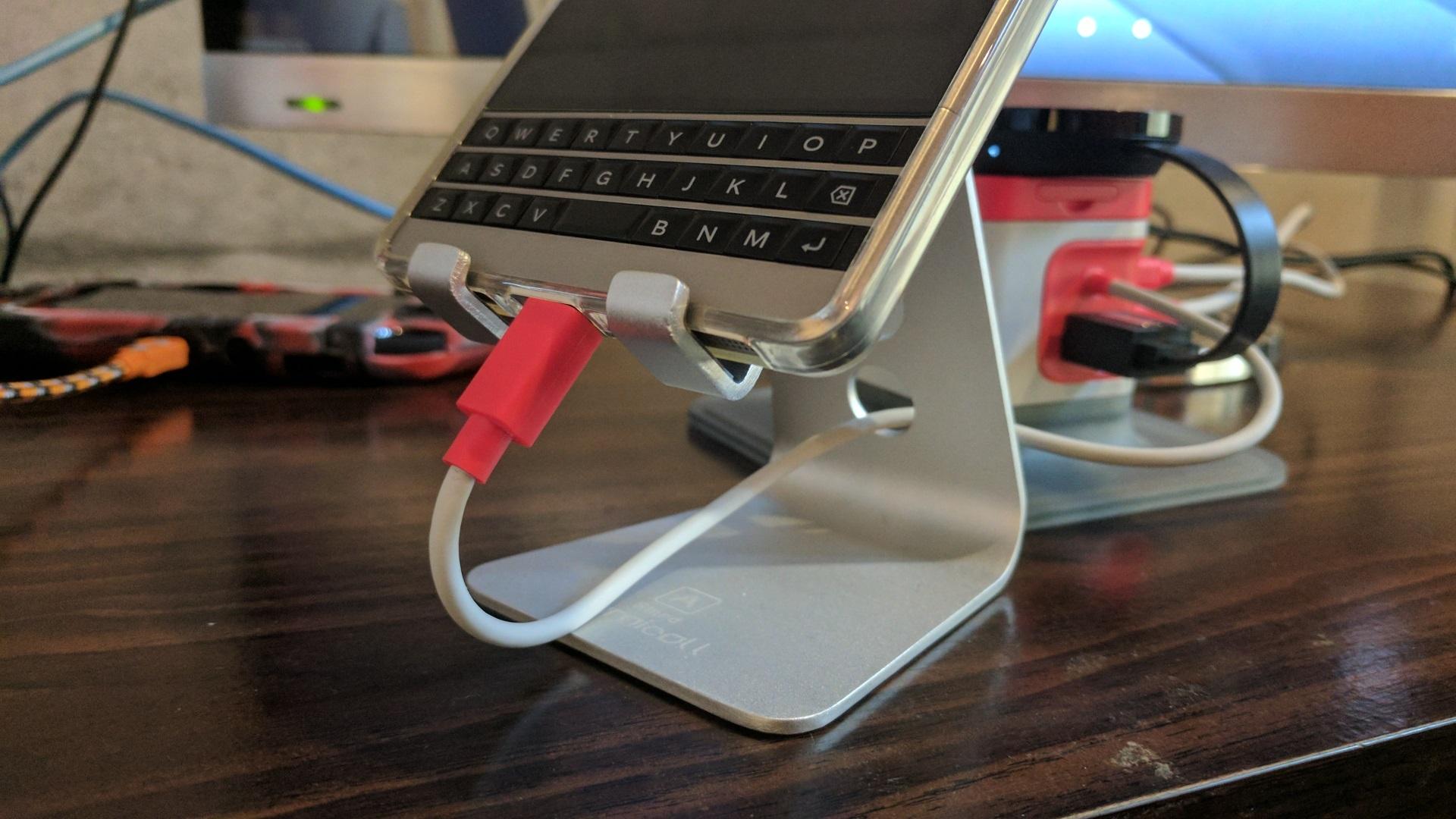 【レビュー】角度調整が可能なスマートフォン用スタンド「Lomicall A Stand」、「BlackBerry Passport」用に買いました