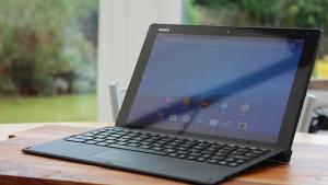 英Cloveに「Xperia Z4 Tablet(SGP771 / LTEモデル)」+「BKB50」の同梱版が近日中に数量限定入荷へ!