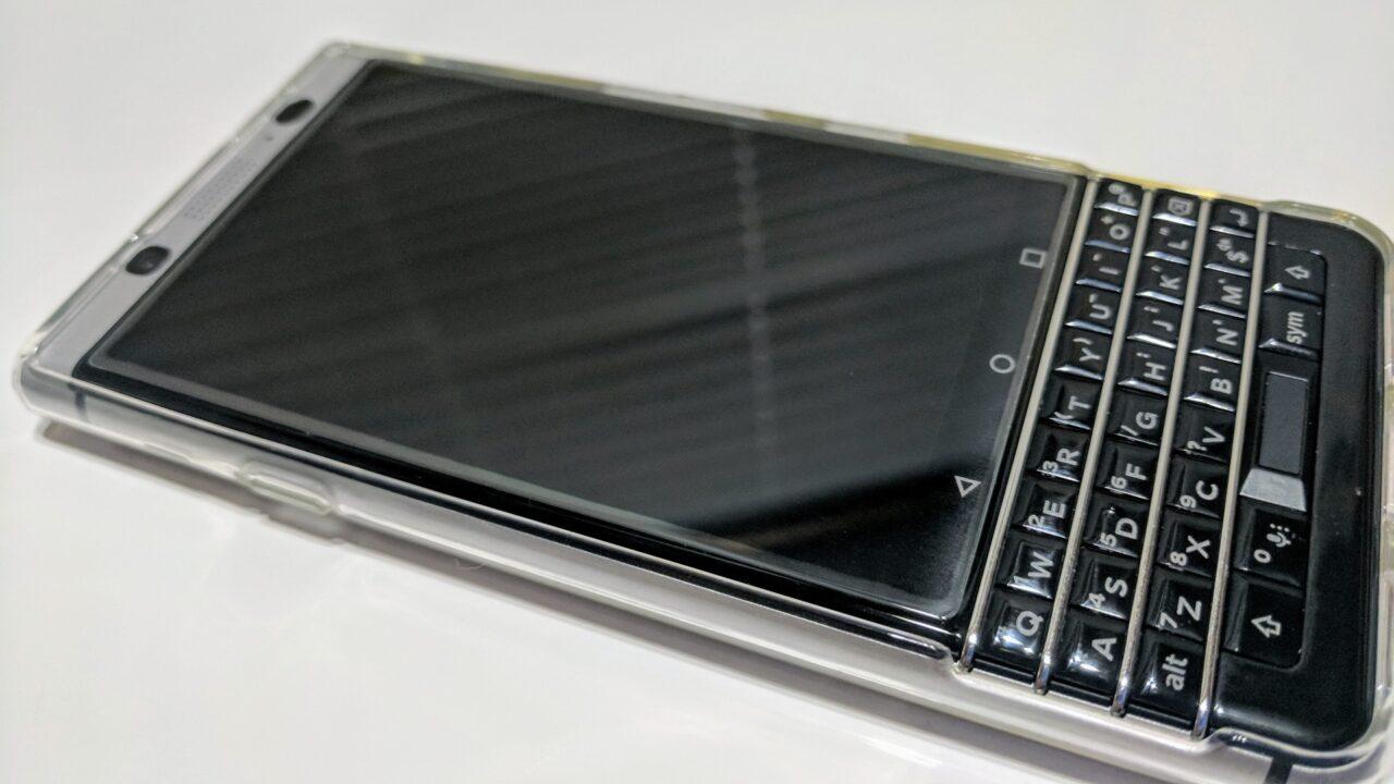 ダメ元で「BlackBerry KEYone」にガラスフィルムを貼ってみたら【レポート】