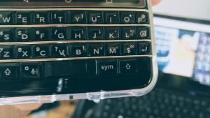 """「BlackBerry キーボード」""""Shift""""に""""Ctrl""""を割り当てる方法【KEYone Tips】"""