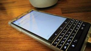 「BlackBerry Hub」にドコモメールを追加する手順【KEYone Tips】