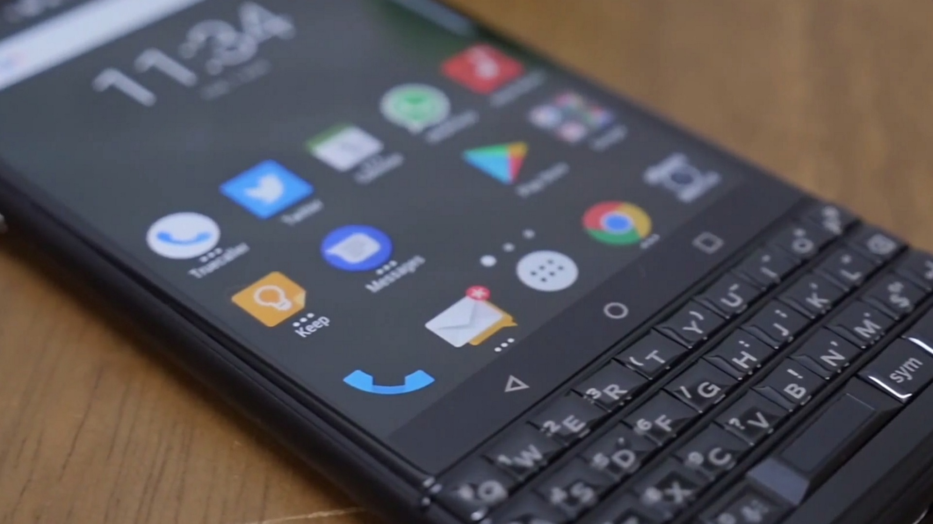 「BlackBerry KEYone LIMITED EDITION BLACK(BBB100-7)」ハンズオン動画が複数公開
