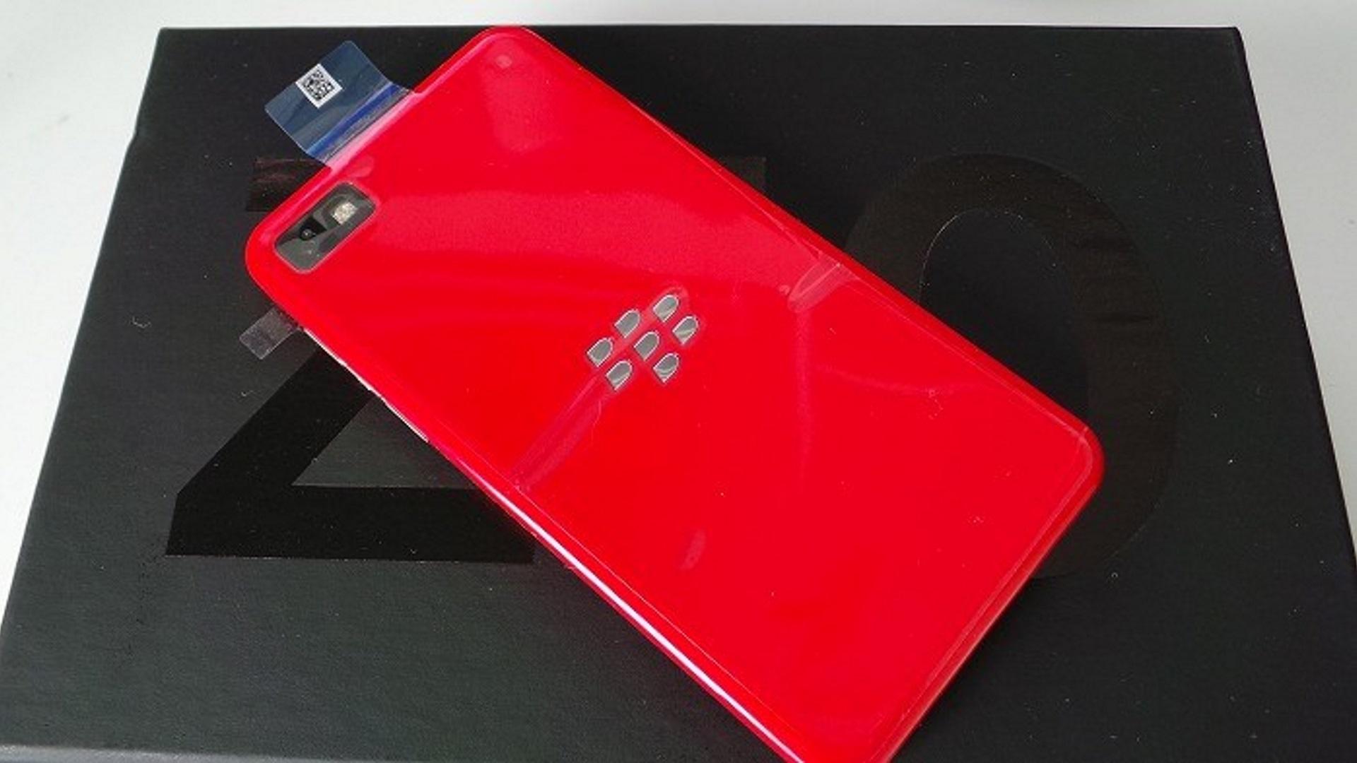 懐かし激レア「BlackBerry Z10 Red Developer Limited Edition」がebayに出品中