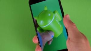"""「HTC U11」Edge Senseがアプリ毎の任意の""""握る""""操作をサポート"""
