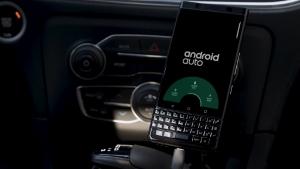Android Autoにフィーチャーした「BlackBerry KEYone BLACK EDITION」のプロモ動画