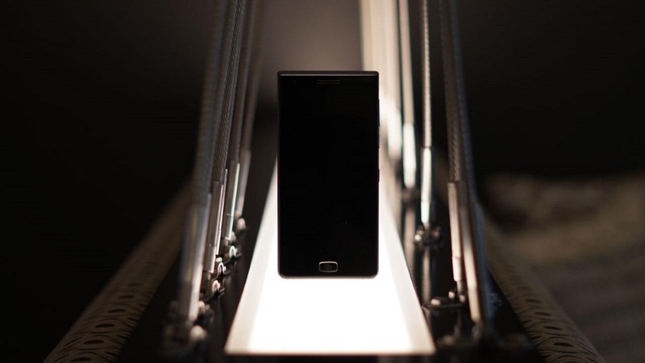 BlackBerry、フルタッチ新型スマートフォン「Motion」を披露